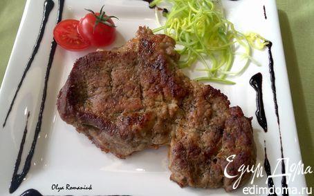 Запеченное мясо с пикантным соусом из черники | Кулинарные рецепты от «Едим дома!»