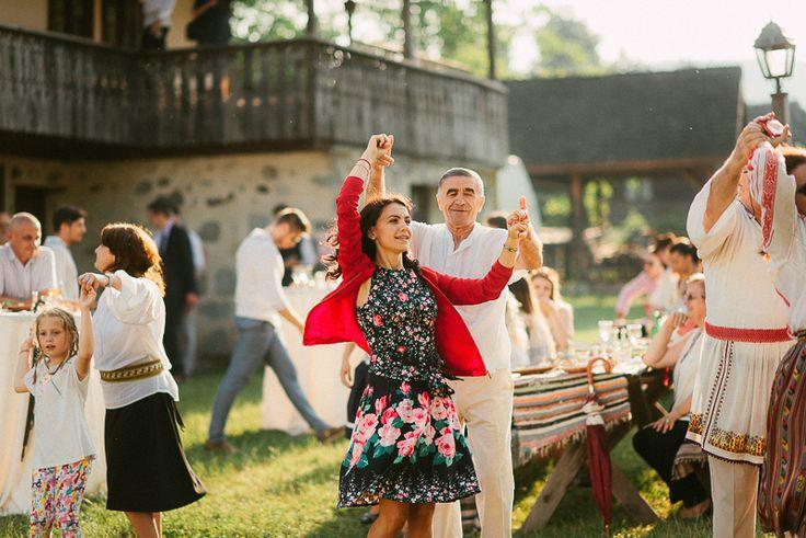 Iulia-Andrei-traditional romanian wedding_land of white deer (54)