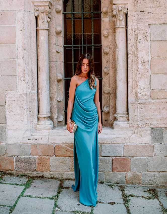Vestidos de invitadas tendencia de colores vivos para las bodas de 2021 - Foto 6 One Shoulder, Outfits, Formal Dresses, Clothes, Fashion, Party Dresses, Color Trends, New Dress, Slip Dresses