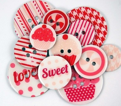 Cheery chipboard buttons.  Cute!