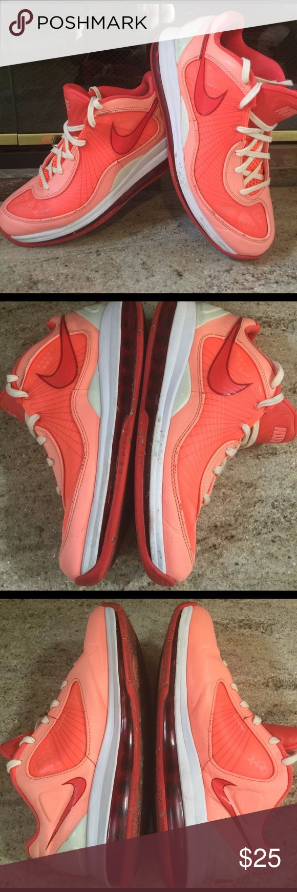 ☀️🍊NIKE FLYWIRE  AIRMAX 360 Nike fly wire air max 360 men's athletic shoes size 9 1/2. Theses shoes do have imperfections as seen in pictures but in good standard shape😀 Nike Shoes Athletic Shoes