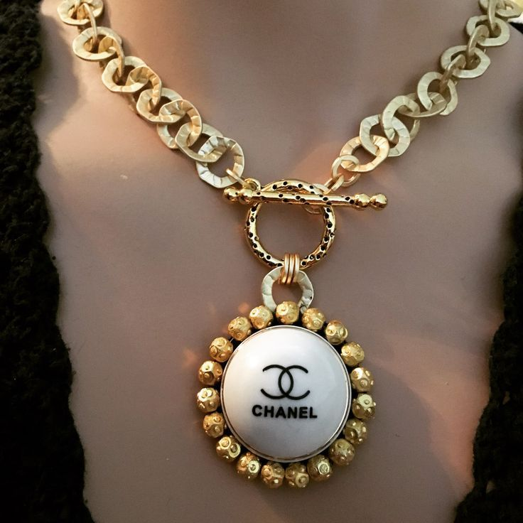 New Creamy Cc Necklace In 2020 Chanel Jewelry French Inspired