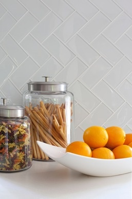 glass canisters for pasta and bowls for fruit