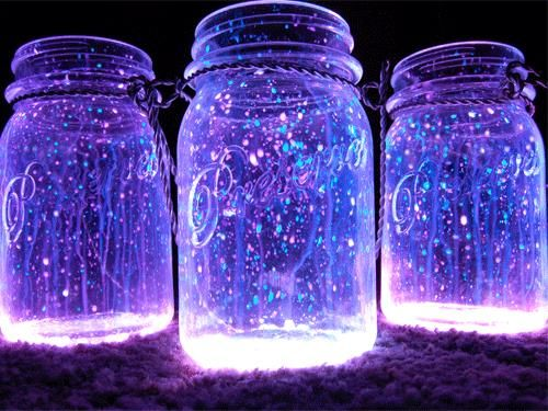 All you need to create these fantastic looking night lanterns is some jars,  glow stick and diamond glitter. The process is as easy as it can be – open  the jar, shake the content of the glow stick into it and add the diamond  glitter. Close the top of the jar with a lid and shake it well. Kids w