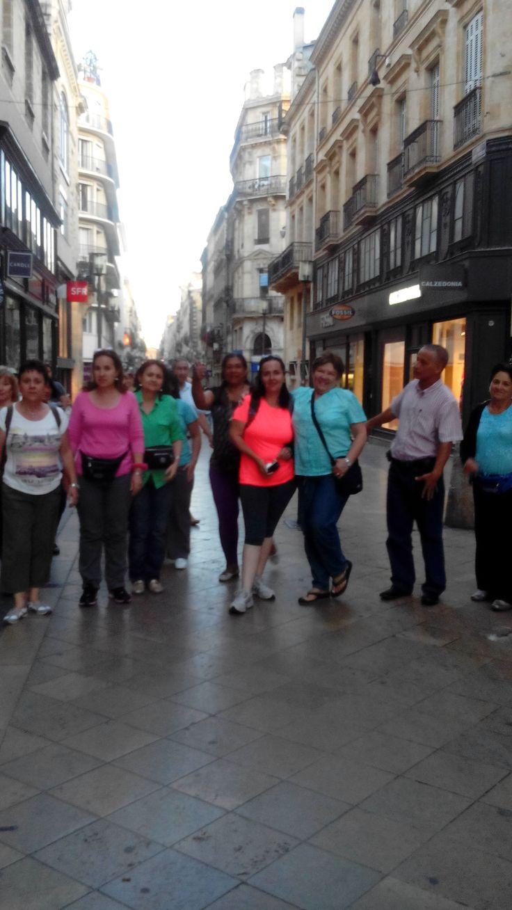 Excursión Europa 2015 Central de Reservas y Turismo el grupo  disfrutando las calles de Burdeos