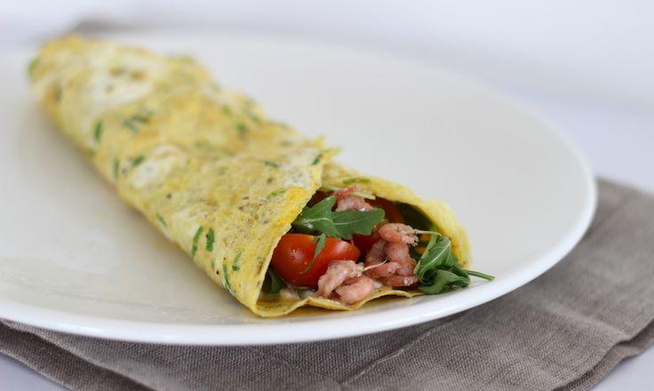 Eierwrap met garnalen cottage cheese(/huttenkase) rucola en tomaat!