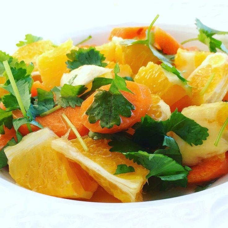 Salat m/ appelsin, gulrot, koriander m/ limesaft