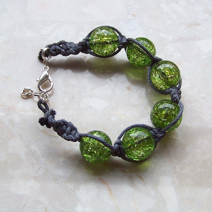 #handmade #jewellery #bracelet green, acrylic, crackle beads and grey, waxed twine. More photo: http://rocckatworzy.blogspot.com/2012/11/makramowe-bransoletki.html
