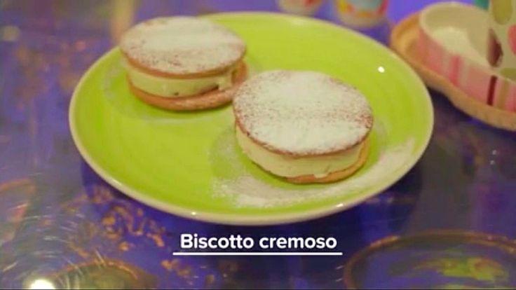 I BISCOTTI CREMOSI sono dei freschi #biscotti estivi realizzati da due dischi di #frolla #senzaburro farciti con leggera #crema . Un dolce senza lattosio fresco e goloso per restare in forma con gusto! Ecco la #ricetta del #dolce http://www.dolcisenzaburro.it/recipe-items/biscotti-estivi-cremosi/ healthy and light desserts cake sweets