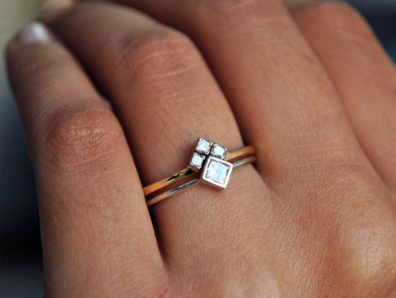 Trauring-Set. Weiß gelb Gold Prinzessin Schnitt Diamant Braut Verlobungsring Set. Chevron V Ehering. Diamant-Hochzeit-Set