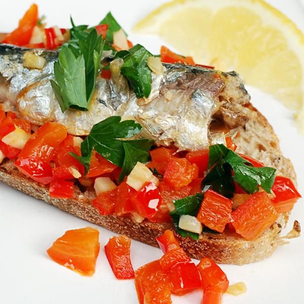 Time: 10 minutes Servings: 2 Ingredients 2 tins of sardines in olive oil 1 tablespoon extra virgin olive oil 1 garlic clove, chopped 1 red pepper, deseeded and