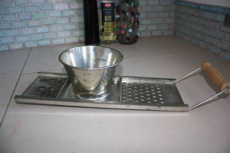 Spaetzle maker