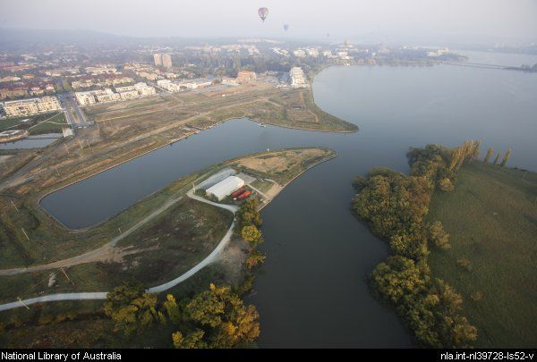Seselja, Loui, 1948- View from a hot air balloon over Kingston Foreshore and Lake Burley Griffin, Canberra, April 2007 [picture]