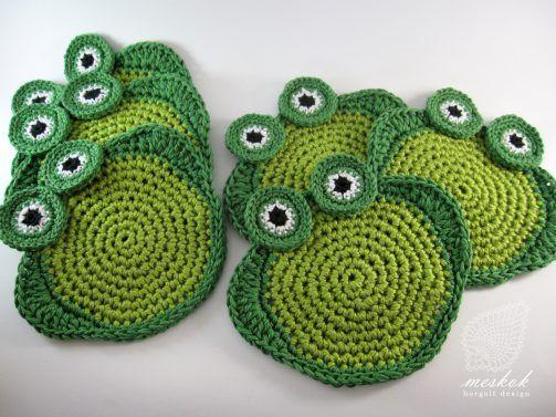 Crochet frog coasters - meskok.design http://meskok.hu/termekek/horgolt/bekas-poharalatet/