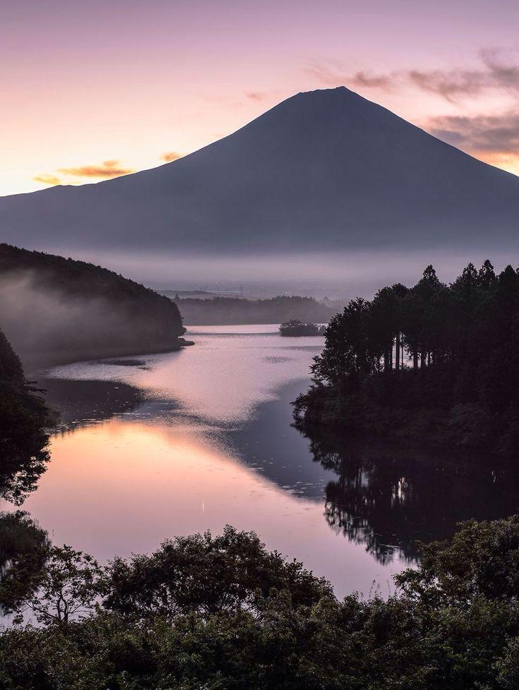 #japan #fuji ❤️ per primo.... Il Giappone. La terra del Sol levante. Così affascinante tra moderno e antico. Templi, ciliegi in fiore, monaci. La bellezza dei paesaggi, la tecnologia, primi al mondo in tutto. #giapponearrivo