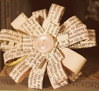 Paper flowers: Students Journey, Ideas, Old Books Pages, Law Students, Gifts Bows, Paper Bows, Newspaper Flowers, Buttons, Paper Crafts