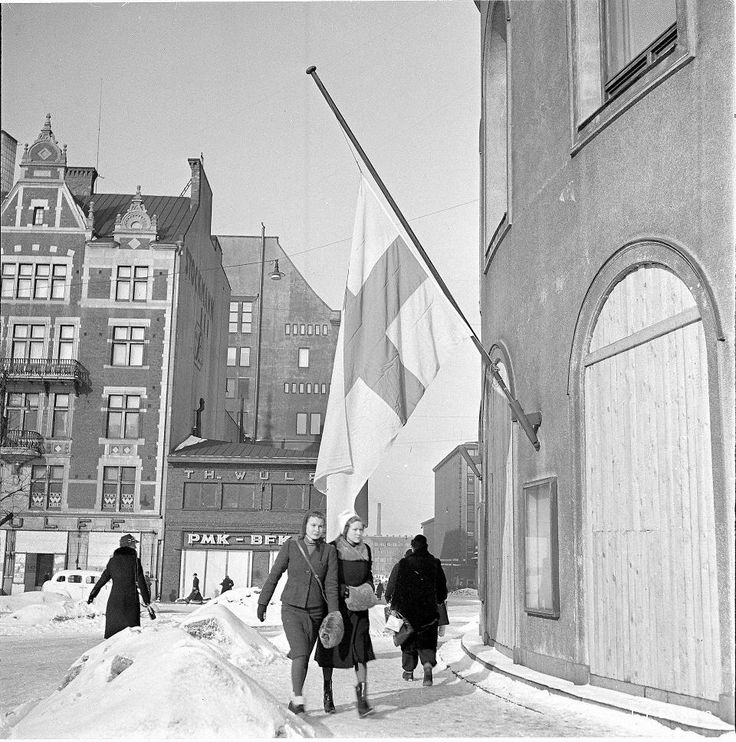 75 YEARS AGO WINTER WAR ENDED, THAT' S TODAY! Helsinki --- Peace treaty (Winter War) between Finland and USSR determined hostilities to end on Wednesday the 13th of March 1940 at 11.00 . Flags were hanging in half-mast out of the horror of the harsh terms of the treaty. [Suomen ja Neuvostoliiton rauhansopimus määräsi taistelut loppumaan keskiviikkona 13. maaliskuuta 1940 kello 11. ]