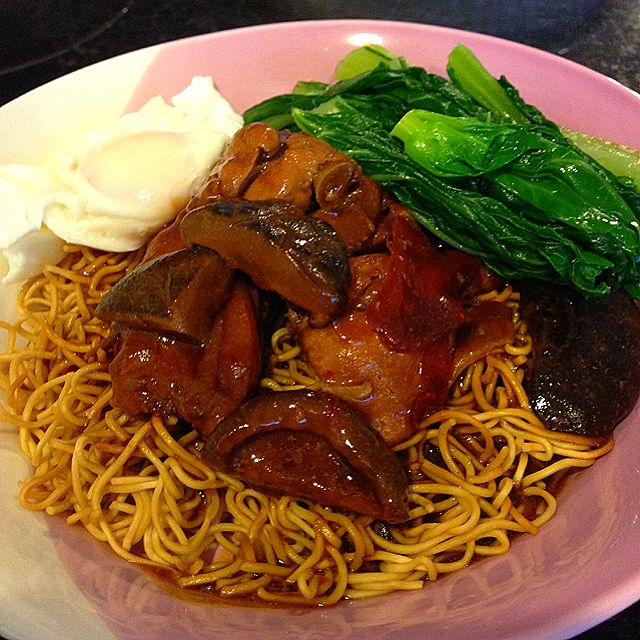 Sizzling Yee Mee with Braised Chicken and Mushrooms Recipe, 铁板伊面 - coasterkitchen - Dayre