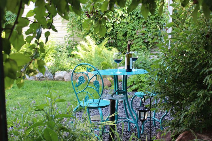 Wine inspired bistro set in turquoise