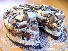 Oreo Cake  Min favoritt oreokake. Lager alltid mer ostekrem enn det står og syns det er nydelig med litt bringebær eller jordbær for å bryte det mektige ;-)