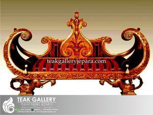 Sofa Aladin Jati Ukiran Jepara menjadi model sofa santai yang paling banyak diminati oleh pelanggan mebel jepara kami, karena keunikan desain sofa aladin ini yang mengadopsi dari bentuk lampu ajaib aladin di bagdad.