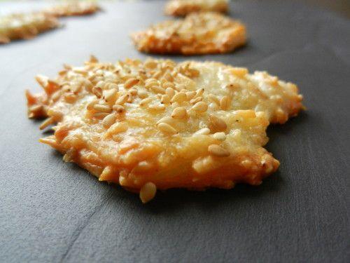 biscuits  apero emmenthal   100g d'emmenthal 50g de farine 2 blancs d'oeufs poivre un peu de sésame