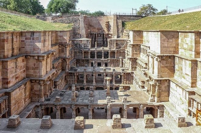 息を呑む美しさ!新たに世界遺産に登録された階段井戸「ラニキ・ヴァヴ」(インド)