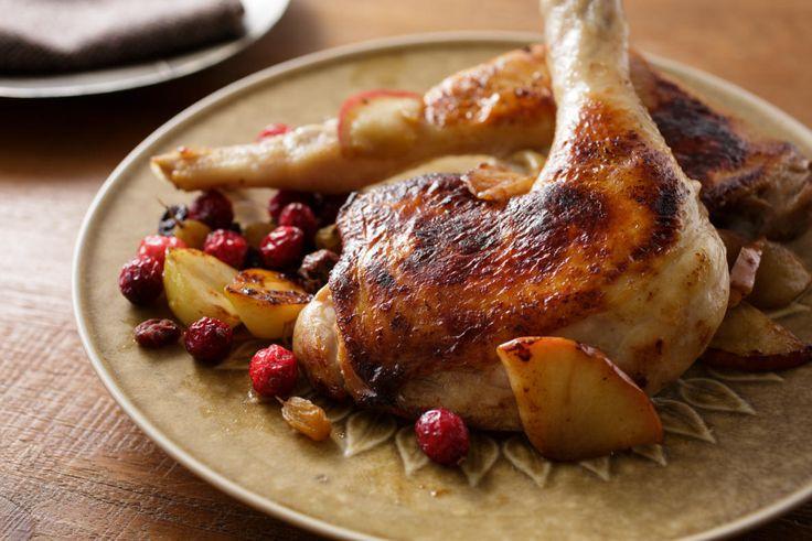 年末のごちそうに最適な、焼くだけやわらか「肉マリネ」のレシピを紹介。三越伊勢丹が運営する食のWEBメディアFOODIEから、料理研究家のタカハシユキさんに教わった簡単レシピ。分厚いお肉がパサつかず、やわらかくなるための秘密は「りんご」。