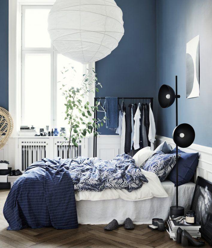 Har du blått i sovrummet, glöm inte en gnutta brunt för balans i inredningen