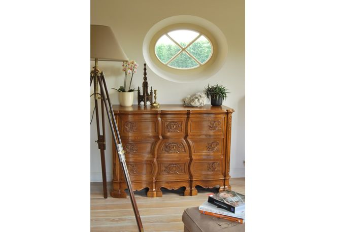 Hand-carved and custom-made liège style furniture. Reproduction of period European style classical replica. Traditional Fine woodcarving