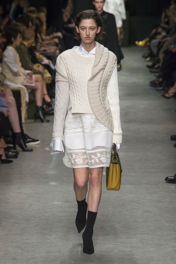 Burberry   Ready-to-Wear - Autumn 2017   Look 3