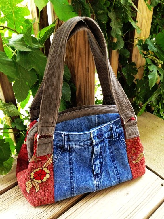 Love the use of recycled jeans and corduroy and other fabric...adds to the stability of the purse...NO pattern/tutorial...but a nice big photo for reference
