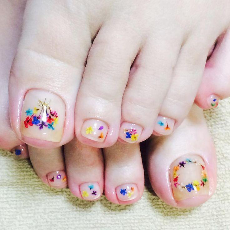 ✨インスタを見てご来店頂きました小さい花なのでフットにも#nailart#naildesign #flowernails#instanails#nailstaglam#colorfulnails#clearnails#夏ネイル#押し花ネイル#フットジェル#カラフルネイル#クリアネイル#delfinnail