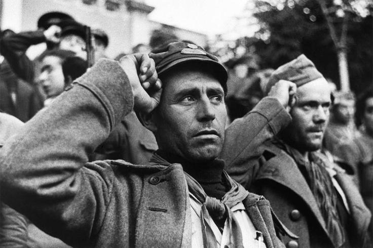 Triste pero hermosa imagen de la despedida de las Brigadas Internacionales en Barcelona 28 de Octubre de 1938