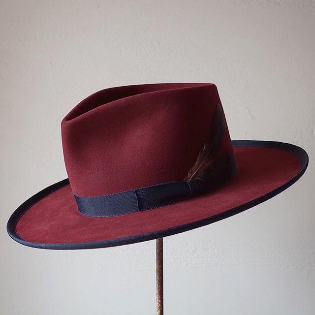# ・ felt : Beaver Blend style : Teardrop Fedora color : Burgundy weight : Western size : 58cm ・ ・ #hat #hats #hatmaker #hatter #western #fedora #kumamoto #japan #japanese #fashion #style #帽子 #ハット #ハンドメイド #ハンドクラフト #オーダーメイド #ビスポーク #ファッション #メンズ #メンズファッション #レディース #レディースファッション #スタイル #ビンテージ #ヴィンテージ #熊本 #Kohsuke_Inaba