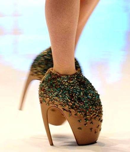 chaussures que Lady Gaga porte dans son clip Bad Romance