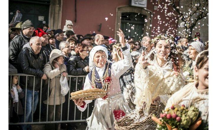 #itipicidipuglia #wearepuglia #tradizioni #cultura #folklore #expo2015 #puglia #apulia le Tradizioni e il Folklore di Puglia >http://www.itipicidipuglia.it/?p=1527 Le tradizioni e il folklore in Puglia si mescolano con il territorio, con i centri storici, con la storia, la religione o con i piatti Tipici di Puglia.
