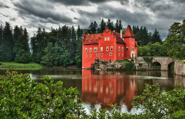Red chateau Cervena Lhota in the Czech Republic. #red #romantic #castle #cervena #lhota #travel #europe #daytrip