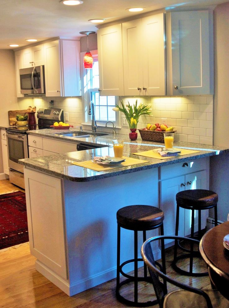 Small Kitchen With Extra Seating At Peninsula Home