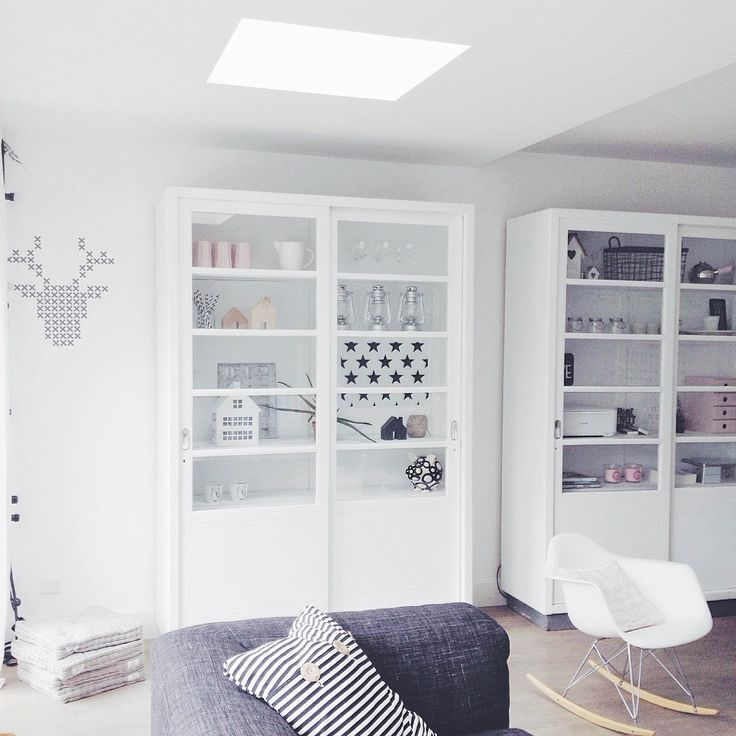 21 best vitrinekast instituut images on pinterest cabinets cupboards and industrial for Deco oude huis