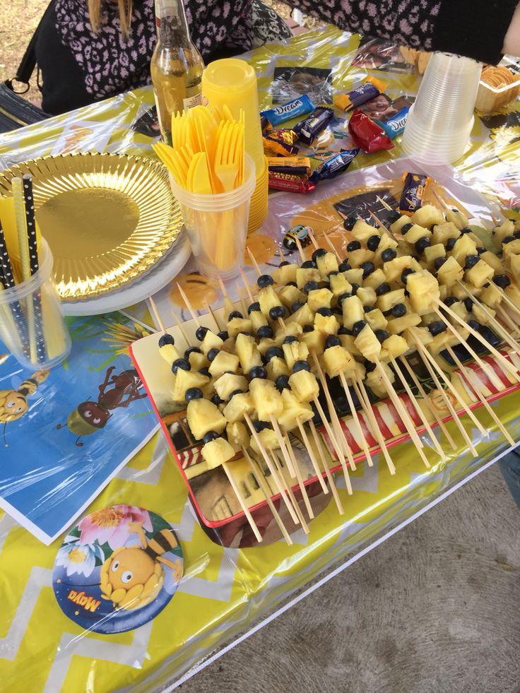 Bee coloured fruit sticks