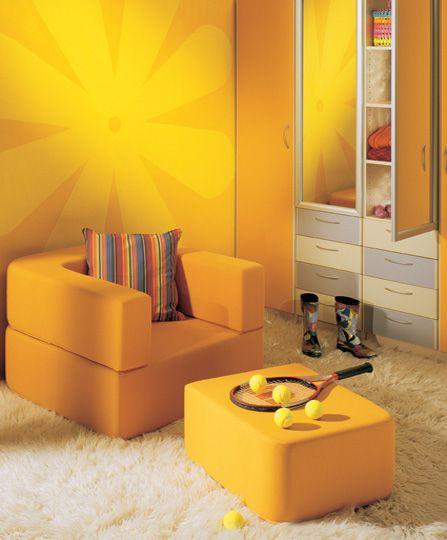 Ζωγραφική τοίχου σε δωμάτιο κοριτσιού με πολύ ζεστά κίτρινα χρώματα. Δείτε περισσότερες ιδέες διακόσμησης για το παιδικό δωμάτιο στη σελίδα μας  www.artease.gr