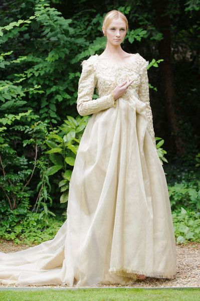 What Queen Aelinor Pennrose, married to King Aerys I, would have worn Frank Sorbier