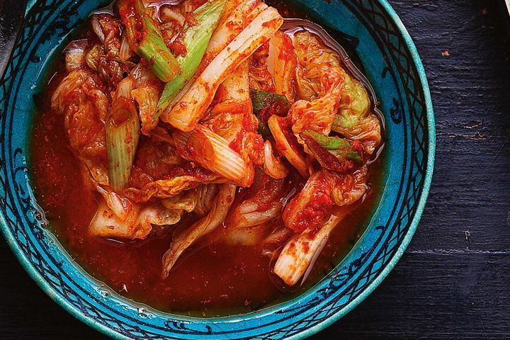 Quick kimchi (pickled cabbage with garlic and chilli)
