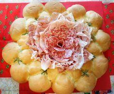 Centrotavola di pane e salumi, centrotavola scenografico tutto da mangiare per stupire i vostri ospiti in maniera originale.