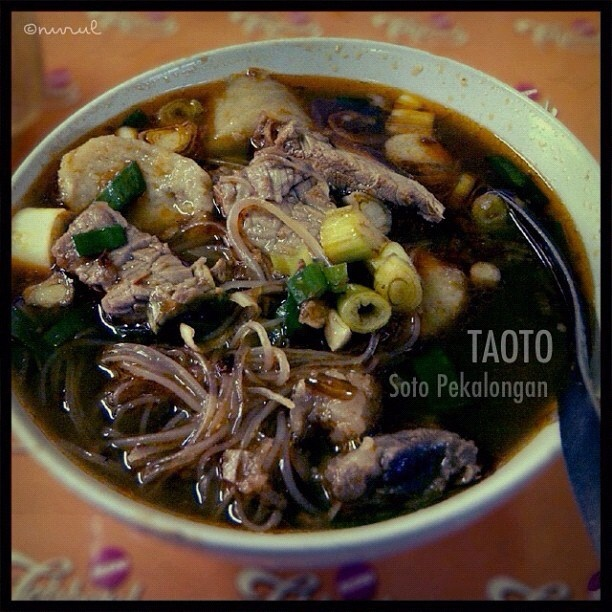 Taoto is kind of spicy thick soup (soto) of meat broth which made of pekalongan tauco or fermented soybean.