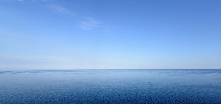 """""""Way To Blue""""  30x60, Fotografia, 2014 Diana Finocchiaro.  Un immenso mare blu si confonfonde all'orizzonte con il limpido cielo. Una suggestiva immagine di semplicità che ci fa riflettere sulla bellezza del nostro pianeta."""