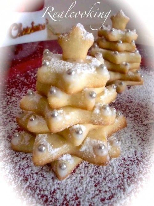 Una idea per Natale !!! ALBERELLI DI PASTA FROLLA http://www.realcooking.it/alberelli-di-pasta-frolla/