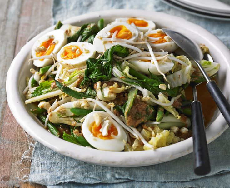 This Gado Gado salad is a power protein packed way to keep you full from lunch until dinner!