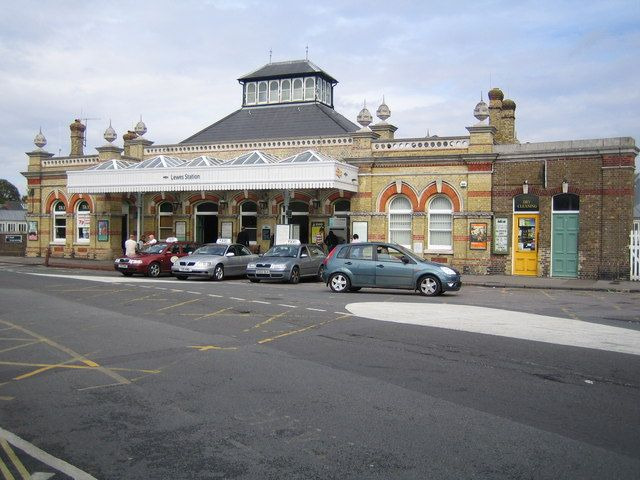 Lewes Railway Station (LWS) in Lewes, East Sussex